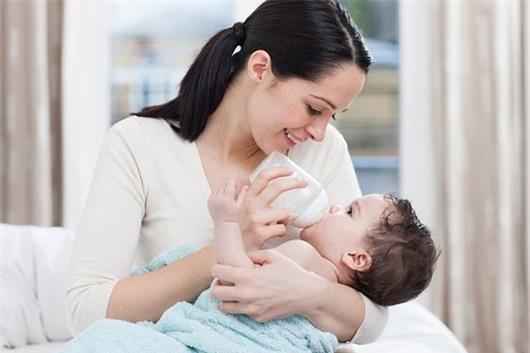 vắt sữa mẹ bằng tay